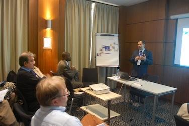 Presentasi E-learning di ICDLE 2013 Paris